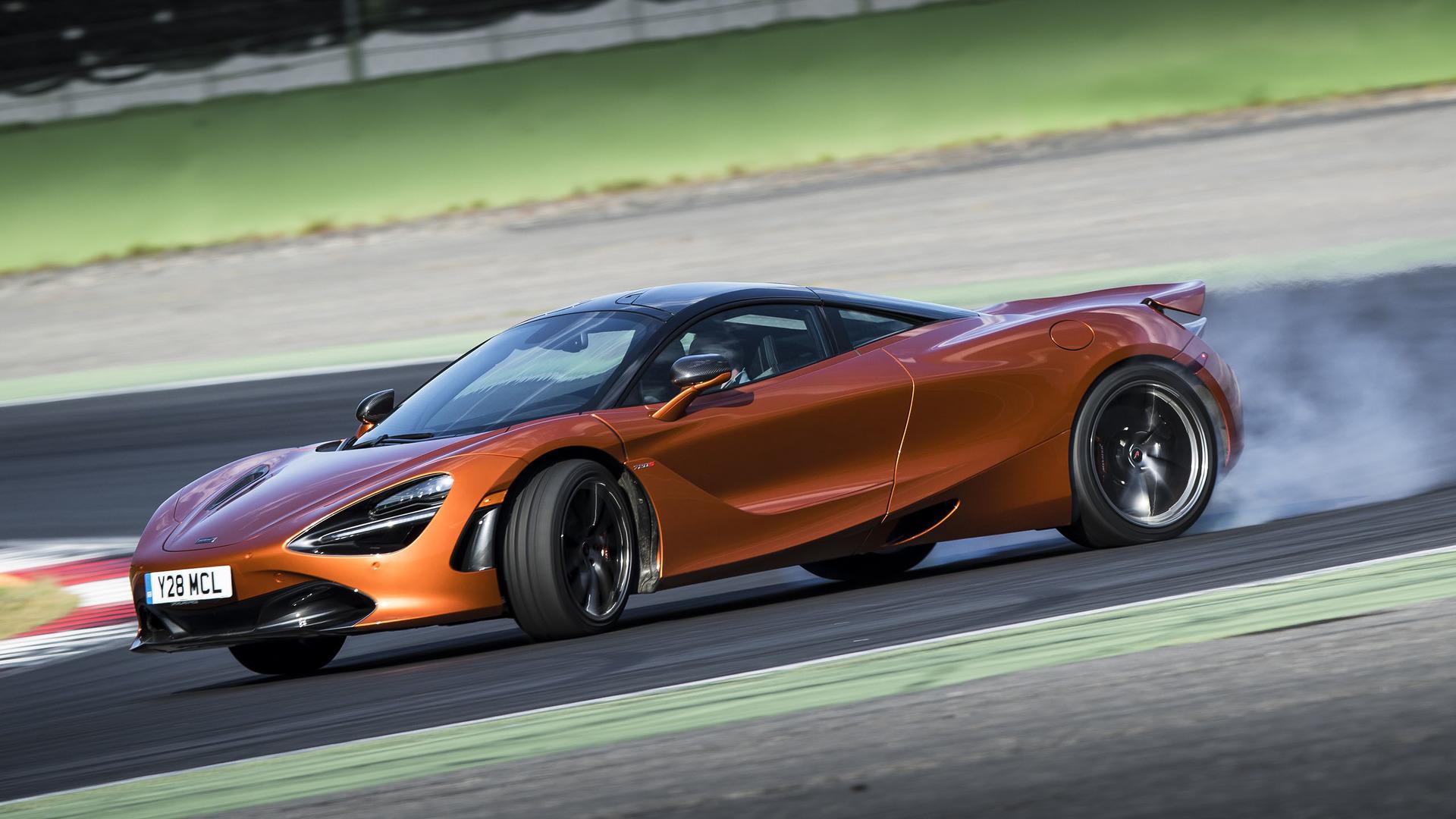 McLaren efsanesi yarış pistlerinin dışında da devam ediyor.