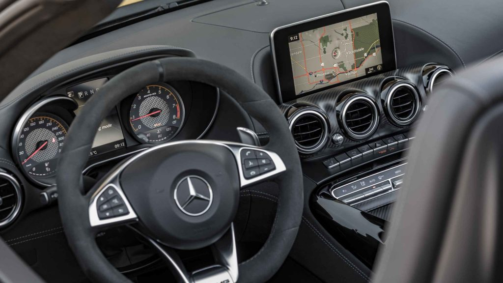 2017-mercedes-amg-gt-c-roadster-first-drive iç tasarım