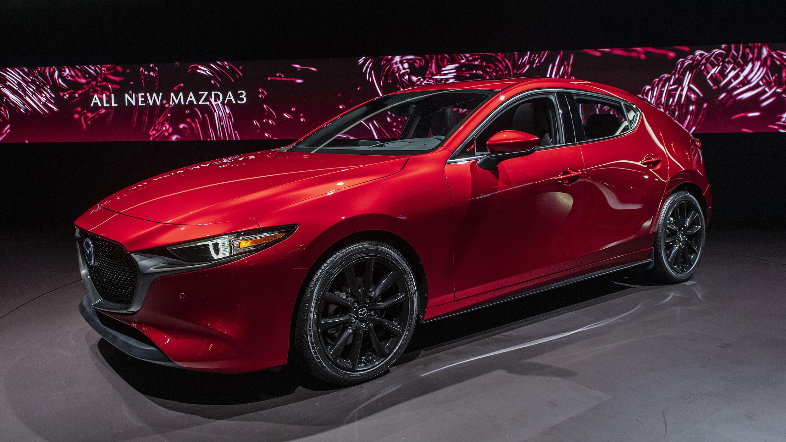 2019 Mazda 3 yakıt ekonomisi AWD için hatchback modellerini açıkladı