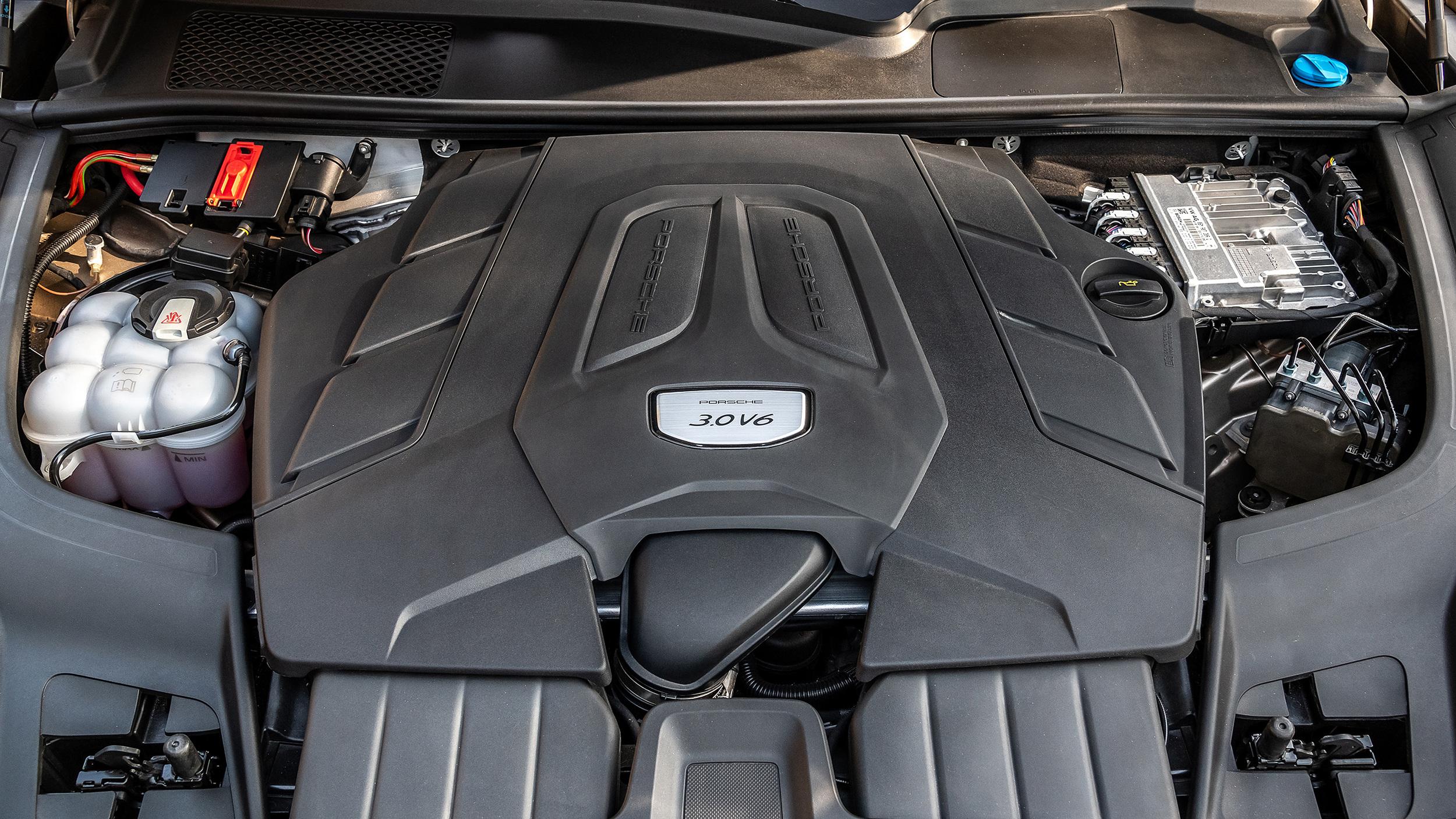 2019-porsche-cayenne-v6-motor