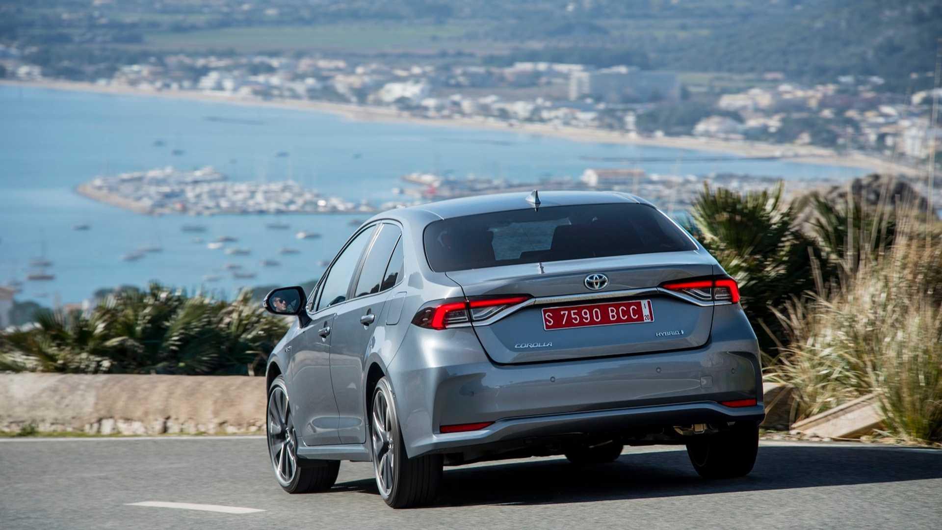 2019-toyota-corolla-hybrid-sedan (2)