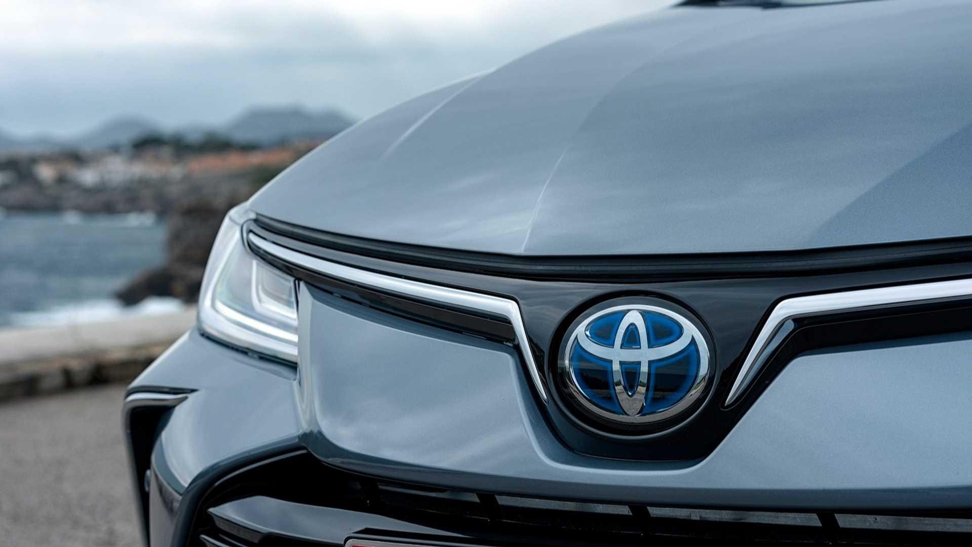 2019-toyota-corolla-hybrid-sedan (7)