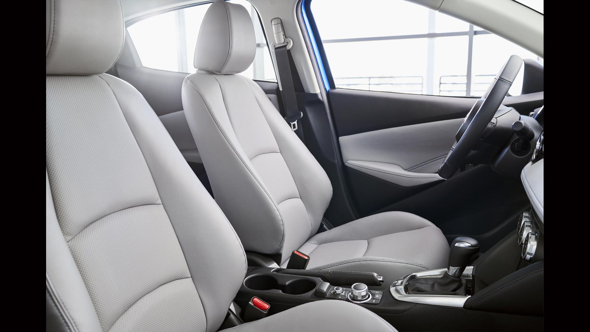 2020-toyota-yaris-hatchback ic gorunum
