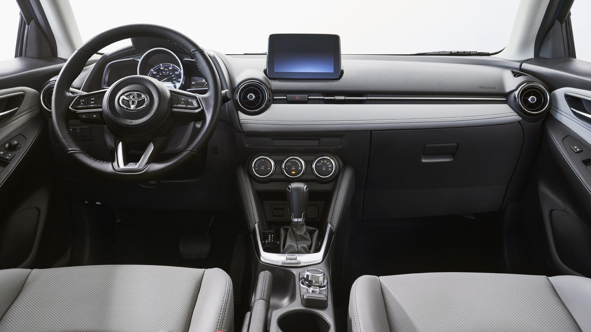 2020-toyota-yaris-hatchback-ic-gorunus