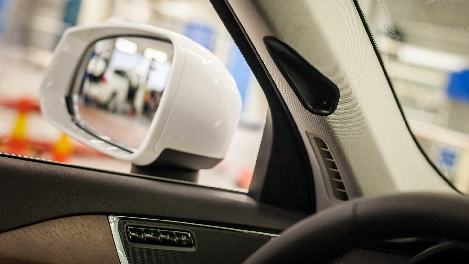 drive-me-volvo-a-pllar-camera