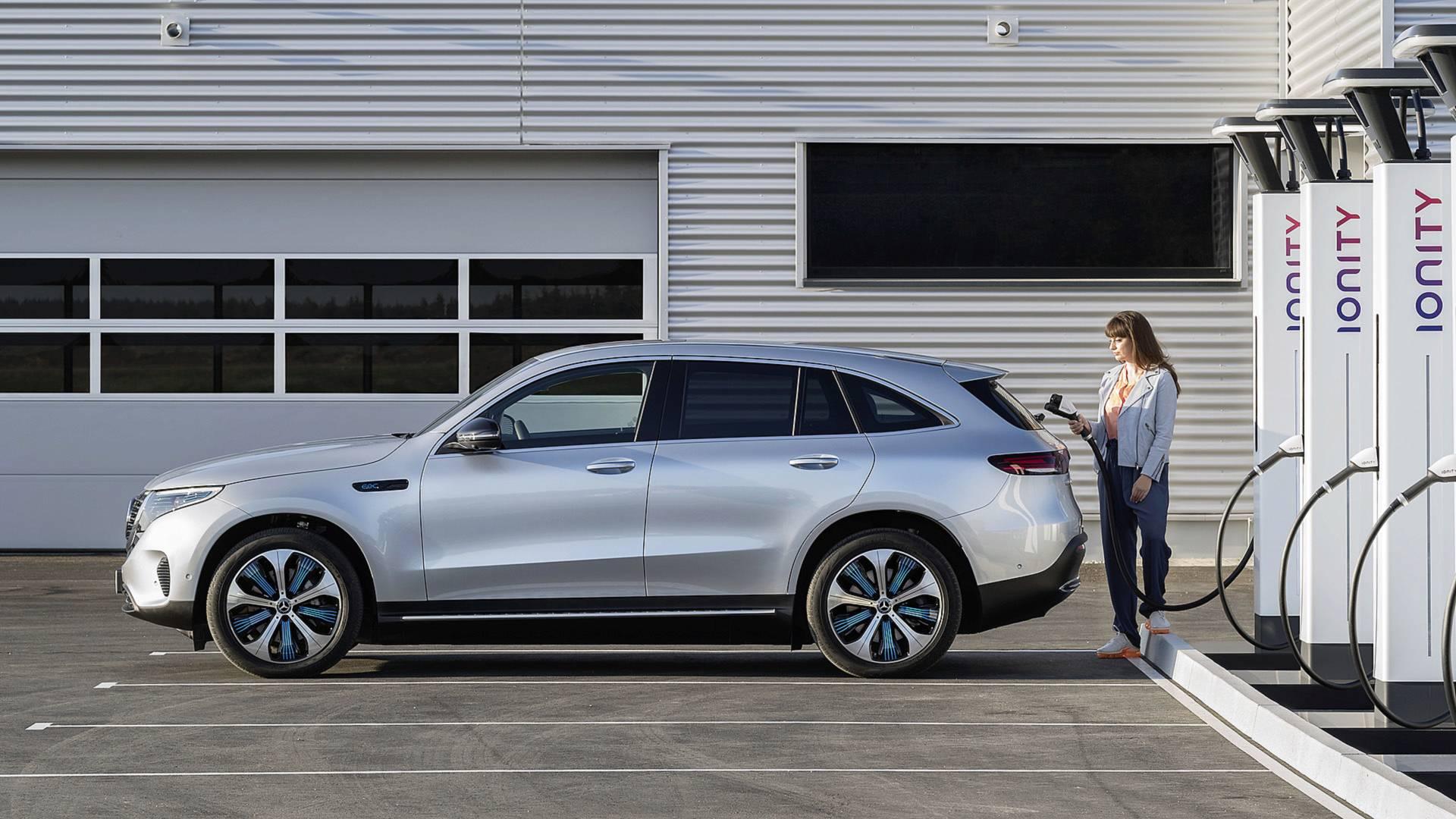 Alman ekonomi bakanı üreticilerden elektrikli otomobil istiyor