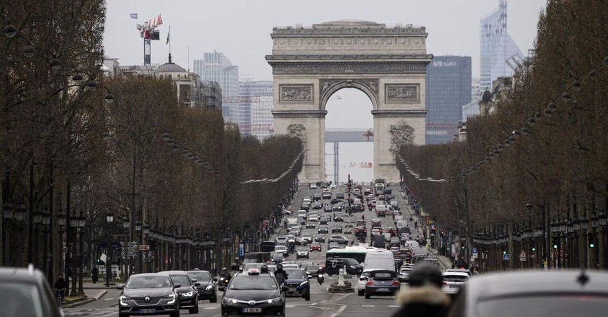 Paris'te otomobillere hız sınırı geldi