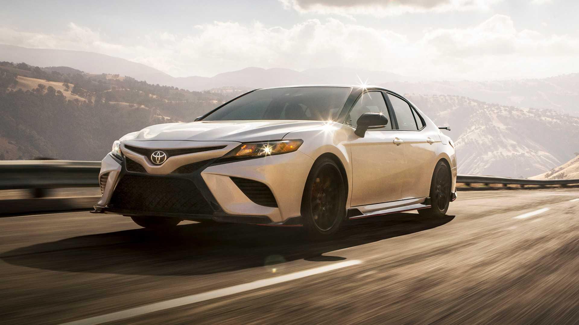 Toyota Camry ve Avalon'un sportif versiyonları